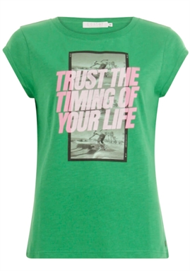 Coster Copenhagen - T-Shirt With Trust The Timing Print - Emerald Green