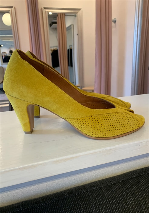 Anonymous Copenhagen - Alania Shoes - Suede Yellow